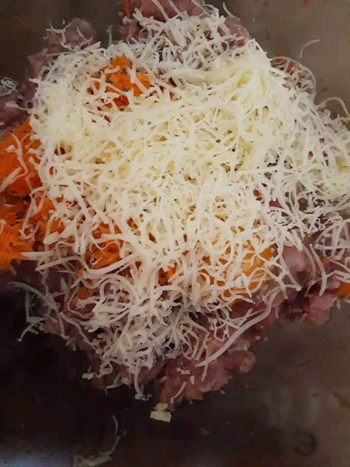 amestecul de carne de pasare, cascaval si legume