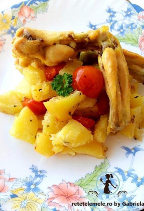 Cartofi la cuptor cu roșii cherry și aripioare de pui 6