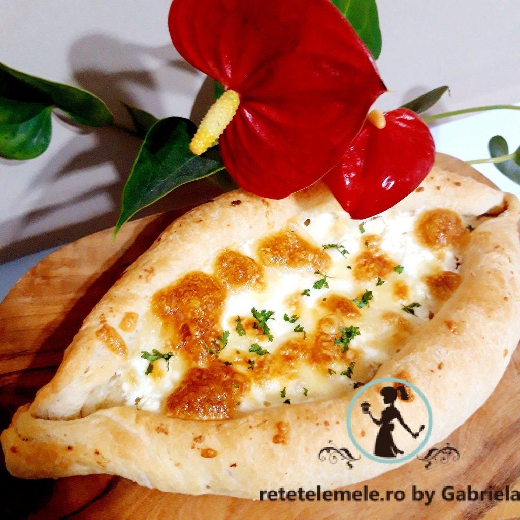 Khachapuri - placinte delicioase cu branza