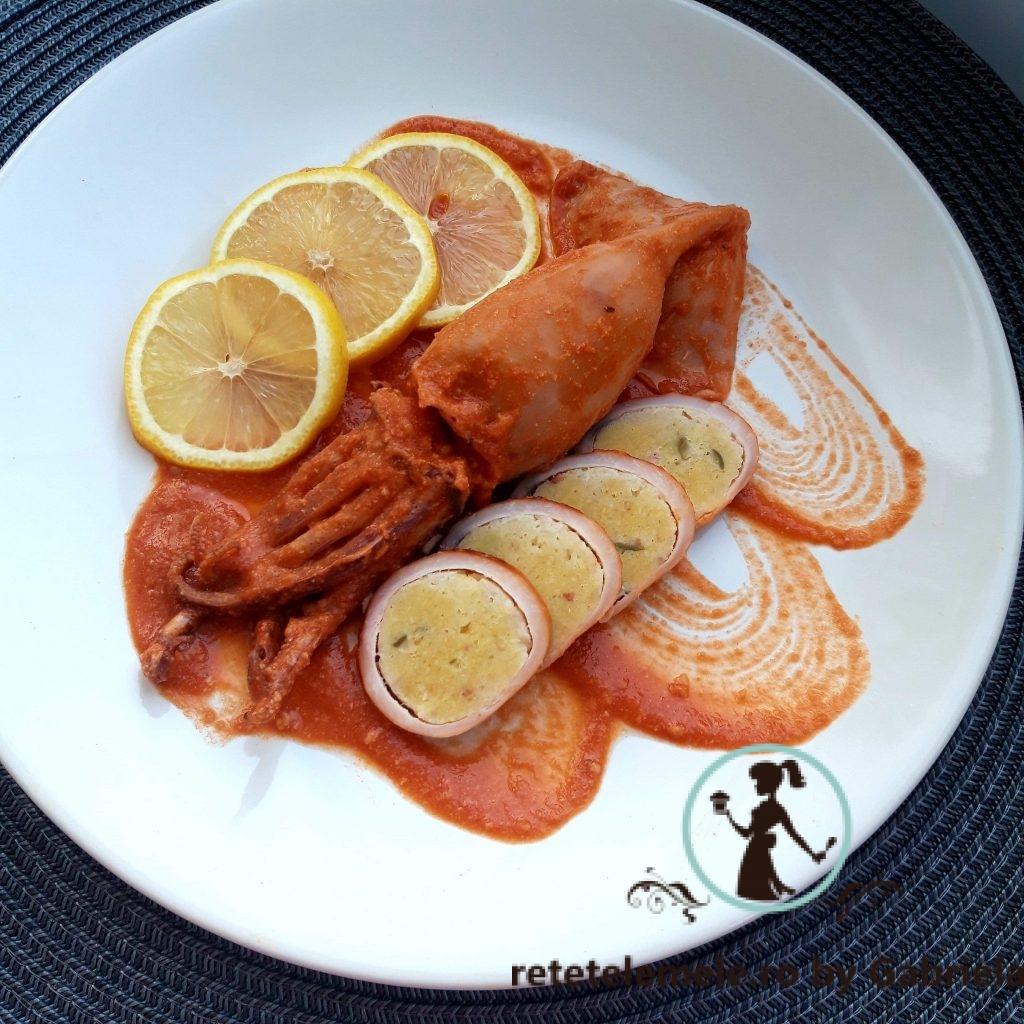 Calamar umplut în sos de roșii