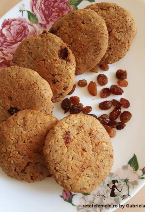 Biscuiți cu nucă și stafide 6