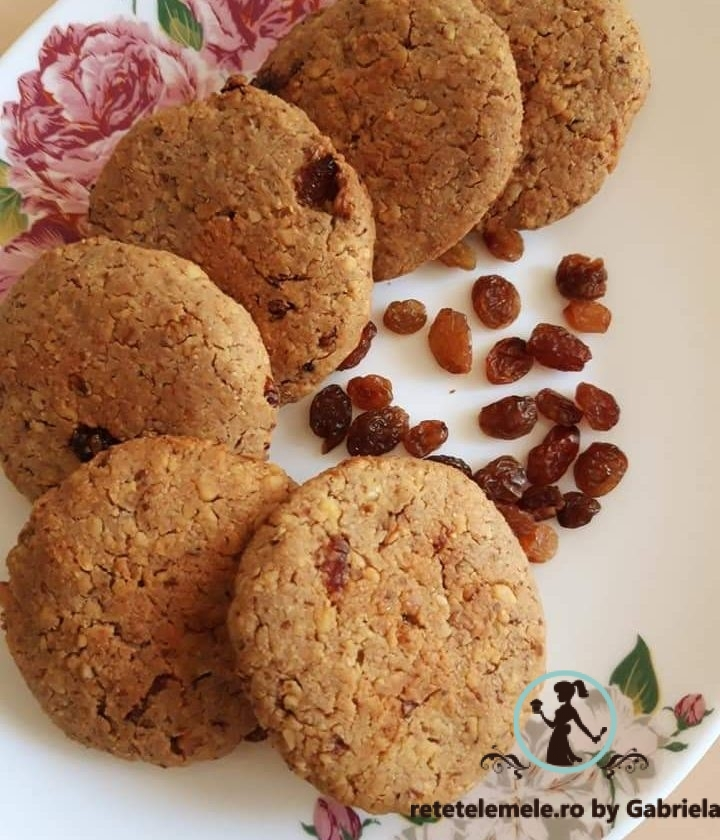 Biscuiți cu nucă și stafide 1