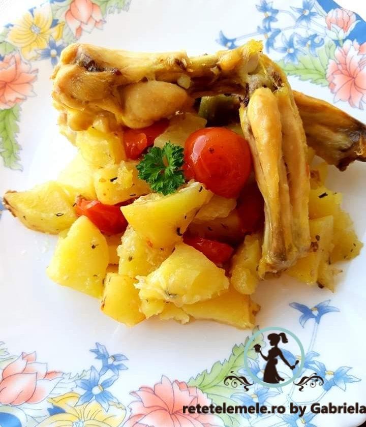Cartofi la cuptor cu roșii cherry și aripioare de pui 2
