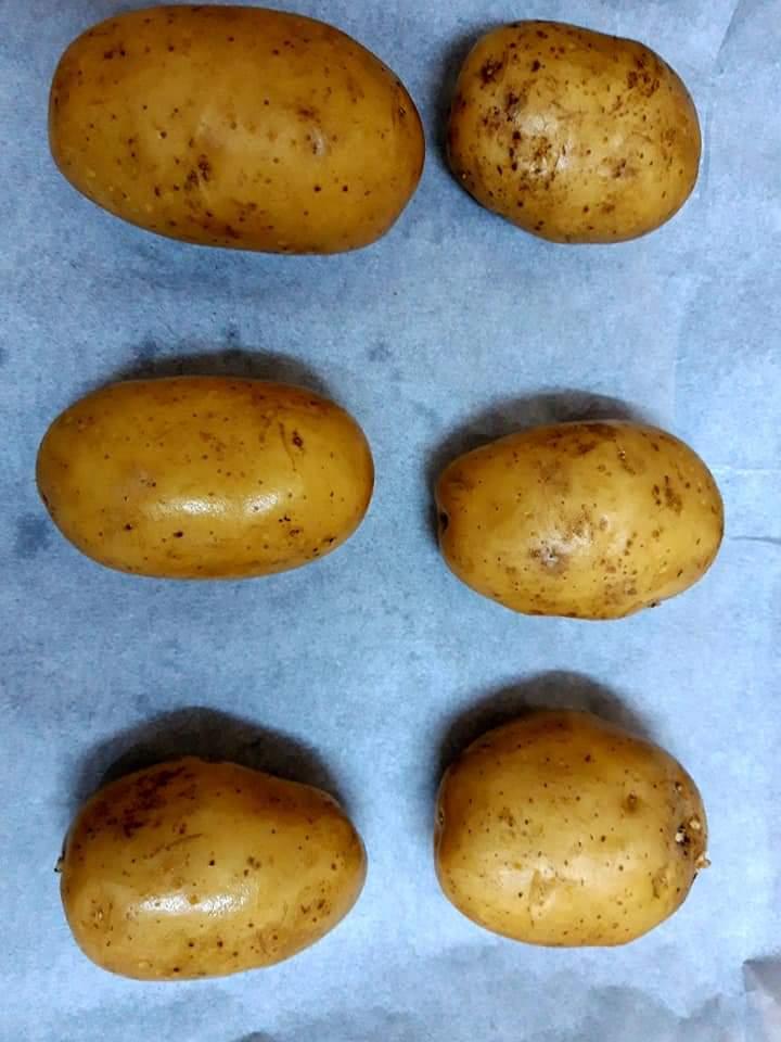 Cartofi umpluți cu cașcaval