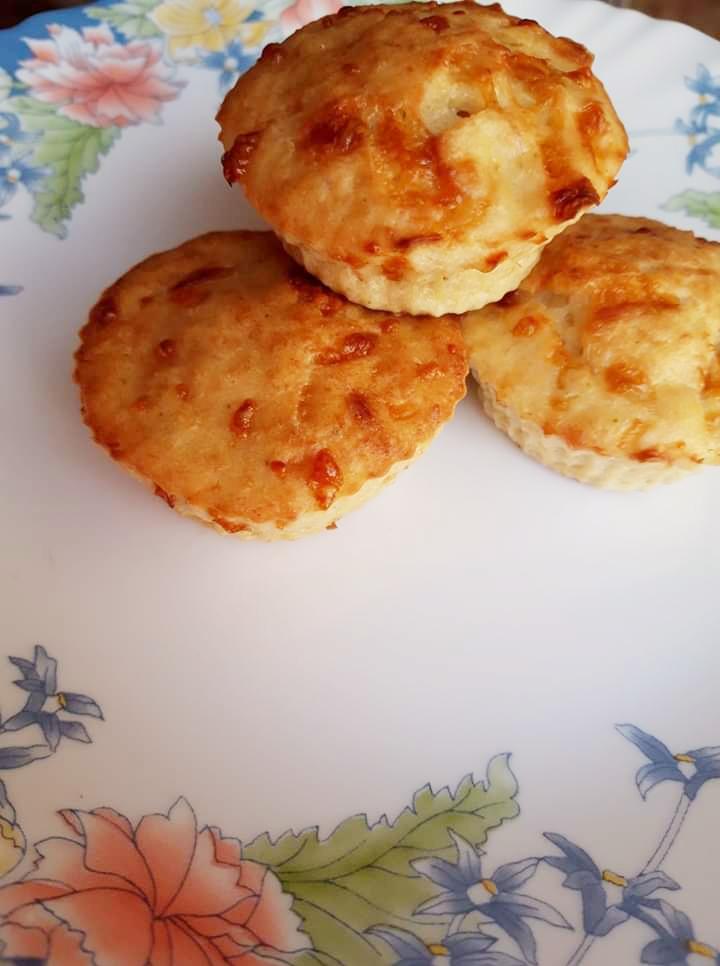 Brioșe cu pui și mozzarella