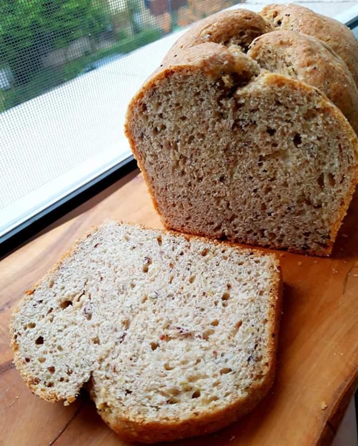Pâine cu semințe și făină integrală