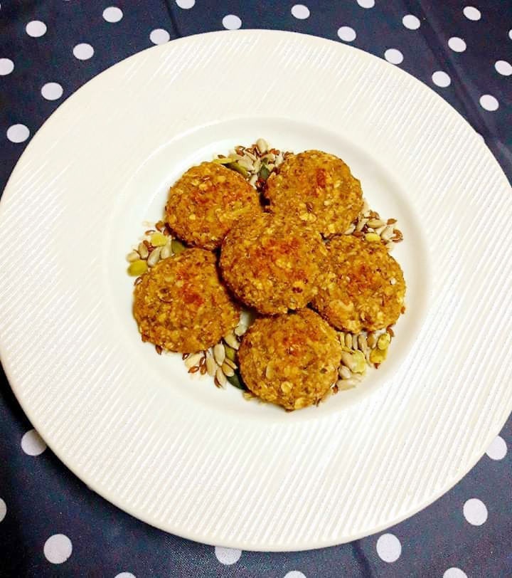 Biscuiți vegani cu banană și semințe