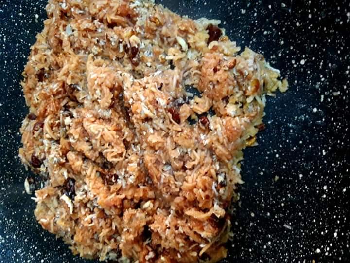 Umplutura de mere și nuci pregatita pentru minitarte